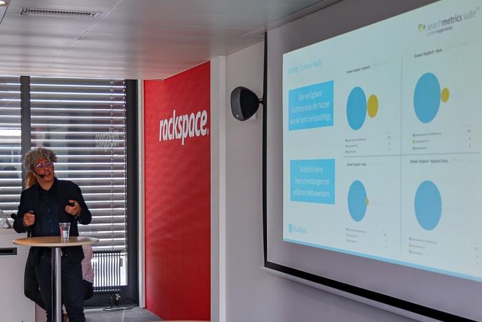 Cristian Margiotta von BlueGlass Interactive erläutert an einem Beispiel das Schreiben an den Nutzern und Mitbewerbern vorbei