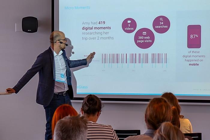 Raphael Bienz, CEO von BlueGlass Interactive, erläutert das fragmentierte Suchverhalten von Nutzern.